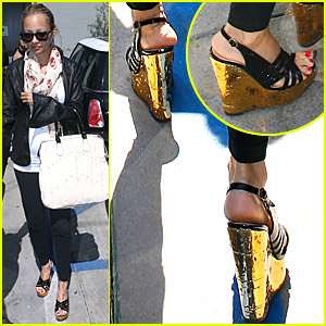 Nicole Richie six months pregnant in high heel wedges